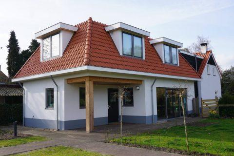Aanbouw en verbouw bestaande woning met houtvezelcement mantelstenen