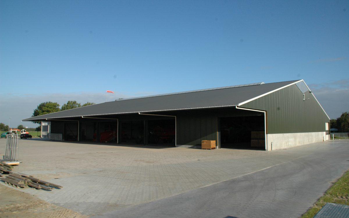 Nieuwbouw van een kantoor met werkplaats in Klazienaveen