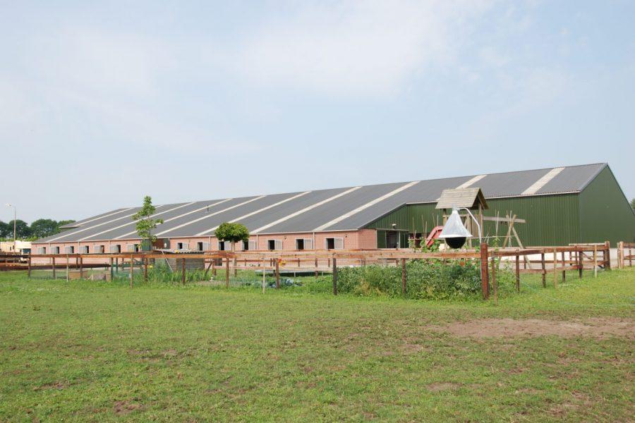 Nieuwbouw van een rijhal met stalruimte in Uden