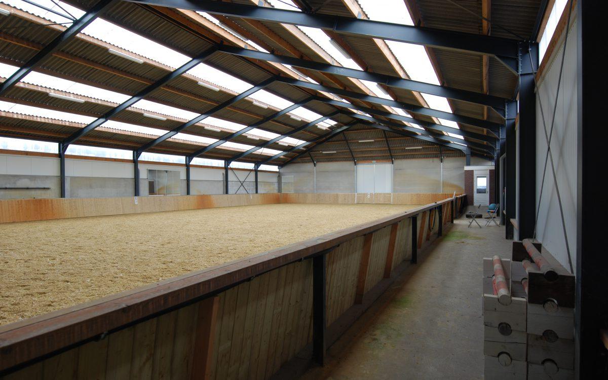 Nieuwbouw van een manege in Klazienaveen