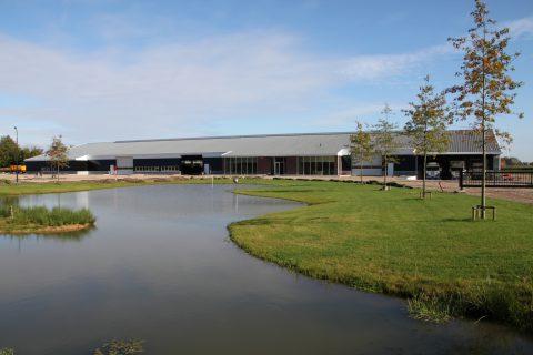 Nieuwbouw van een bedrijfshal voor een tuinplantenkwekerij in Biezenmortel