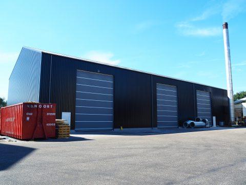 Nieuwbouw van een opslagruimte met vochtige grondstoffen in Oosterhout