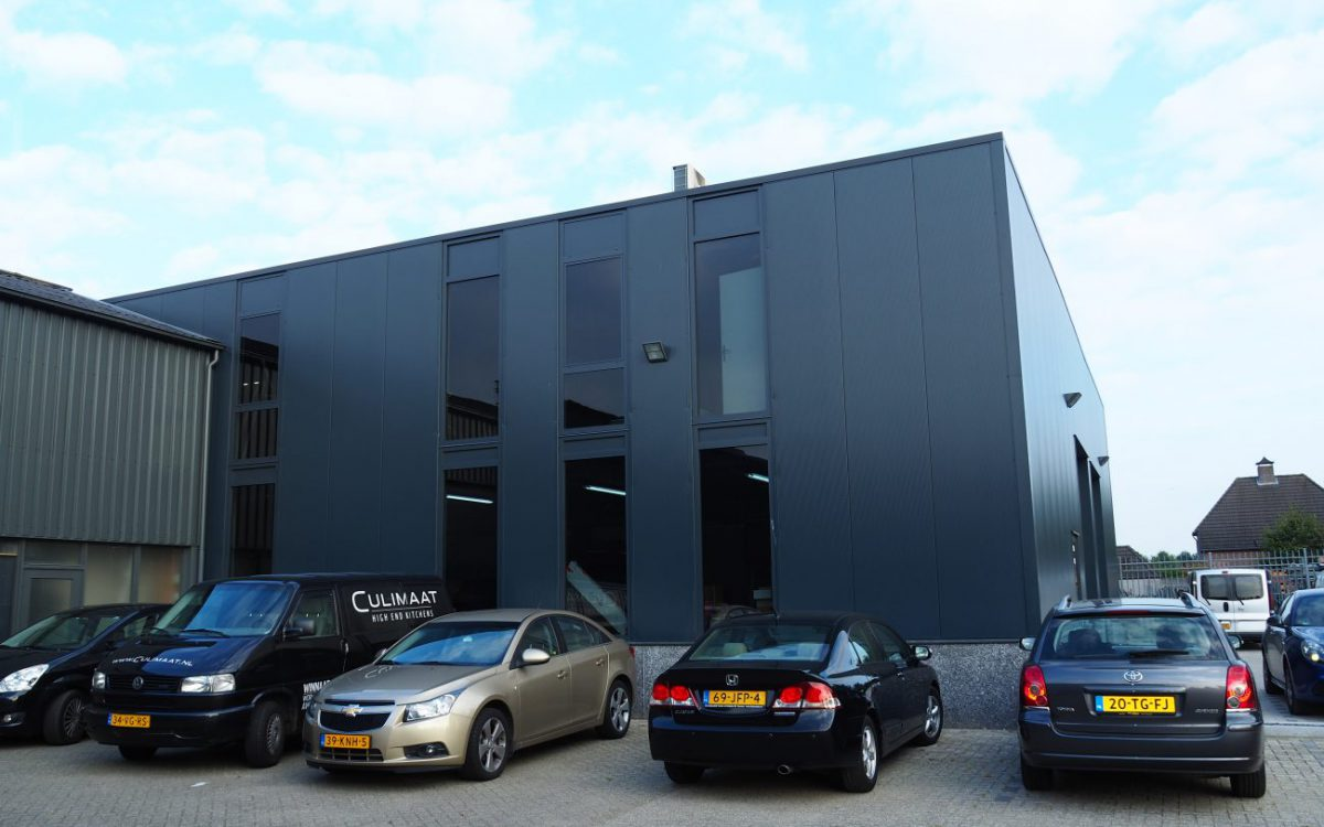 Nieuwbouw van een werkplaats voor een keukenbedrijf in Berlicum