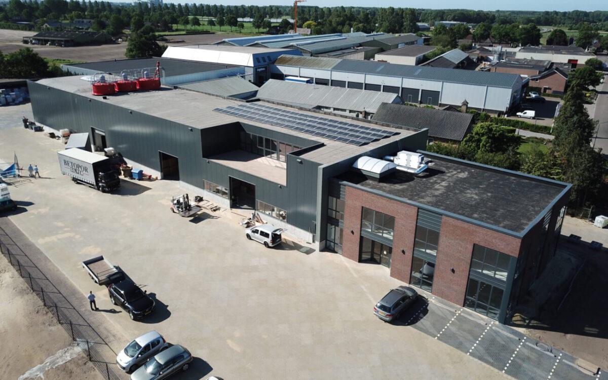 Kantoorpand met bedrijfshal in Heeswijk-Dinther